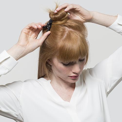Passaggio 1. Asciugare i capelli e pinzarli